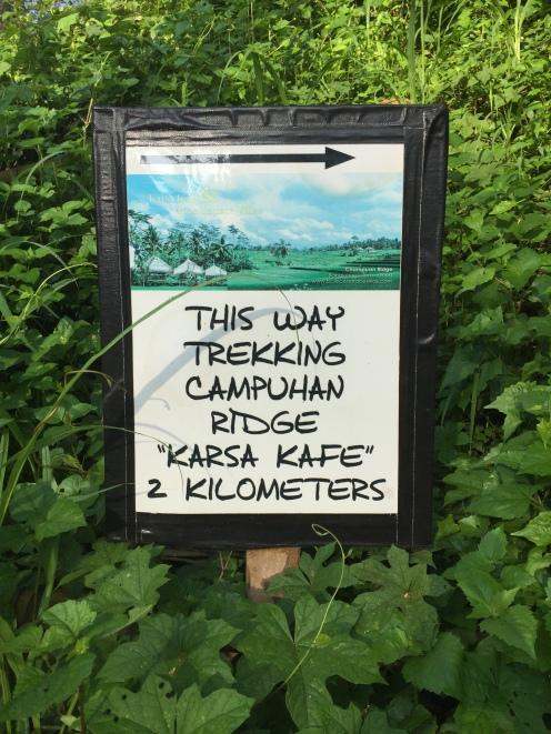 "Signpost at ""official"" start of Campuhan Ridge trek"